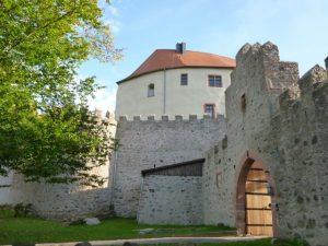 csm_Eingang-Schloss-Reichenberg-Backhaus_f489b52a01